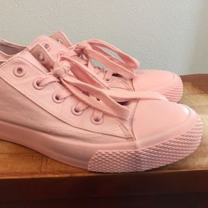 Airwalk Pink Canvas Sneakers Womens Size 9.5